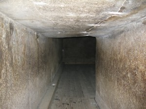 Tunnel between passages in Red Pyramid