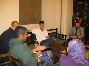 Students discussing American Studies with Jerry Leach at Oriental Hall